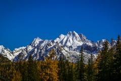 Picchi delle montagne Immagini Stock