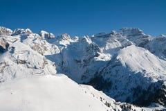 Picchi di alta montagna con neve Fotografia Stock