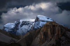 Picchi di alta montagna ricoperti neve nel Tirolo Fotografia Stock Libera da Diritti
