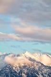 Picchi di montagna alla luce solare di sera Immagine Stock Libera da Diritti