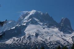 Picchi di montagna con neve in alpi francesi, MontBlanc Immagini Stock