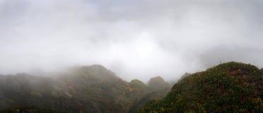Picchi di montagna del Caucaso immagine stock libera da diritti