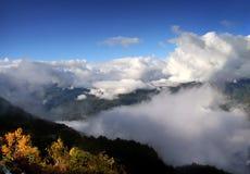 Picchi di montagna del Caucaso fotografia stock libera da diritti
