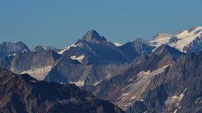 Picchi di montagna delle alpi svizzere di estate Fotografia Stock Libera da Diritti