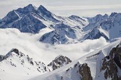 Picchi di montagna dello Snowy Immagini Stock