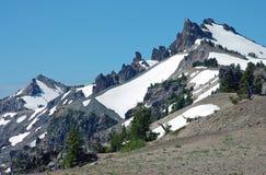 Picchi di montagna dello Snowy Fotografie Stock Libere da Diritti
