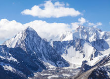 Picchi di montagna di Snowy Immagini Stock