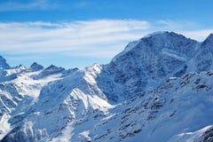 Picchi di montagna di Snowy Fotografia Stock