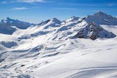 Picchi di montagna di Snowy Fotografia Stock Libera da Diritti
