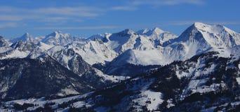 Picchi di montagna innevati nel Bernese Oberland Immagini Stock Libere da Diritti