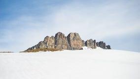 Picchi di montagna maestosi nell'inverno nelle alpi Immagini Stock Libere da Diritti