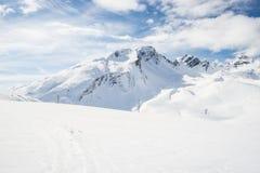 Picchi di montagna maestosi nelle alpi Immagine Stock
