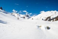 Picchi di montagna maestosi nelle alpi Fotografia Stock