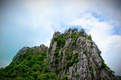 Picchi di montagna naturali, belle viste immagini stock