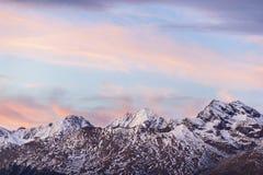 Picchi di montagna nel tramonto Fotografia Stock Libera da Diritti