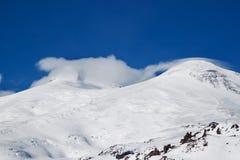 Picchi di montagna nella foschia Immagini Stock Libere da Diritti