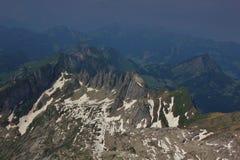 Picchi di montagna nelle alpi svizzere, vista dal supporto Santis Fotografie Stock Libere da Diritti