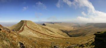 Picchi di montagna - panorama del paesaggio Fotografie Stock
