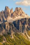 Picchi di montagna rocciosa di Croda da Lago nelle dolomia Fotografia Stock Libera da Diritti