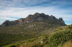 Picchi di montagna rocciosa di Pentadaktylos nel Cipro Immagini Stock