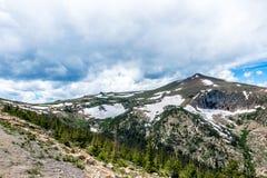 Picchi di montagna di Snowy La natura pittoresca di Rocky Mountains Colorado, Stati Uniti immagini stock libere da diritti