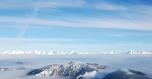 Picchi di Snowy del Tatras basso ed alto fotografie stock