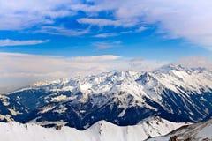 Picchi di Snowy delle alpi Fotografia Stock