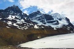 Picchi di Snowy delle Montagne Rocciose canadesi Fotografia Stock