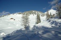 Picchi di Snowy nelle alpi europee Fotografia Stock