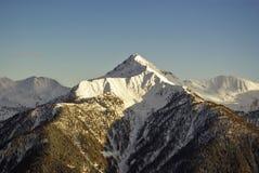 Picchi di Snowy nelle alpi europee Immagine Stock