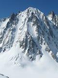 Picchi di Snowy nelle alpi europee Immagini Stock