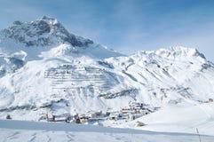 Picchi di Snowy nelle alpi europee Fotografie Stock Libere da Diritti