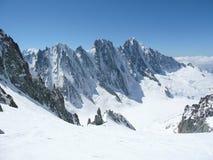 Picchi di Snowy nelle alpi europee Immagini Stock Libere da Diritti