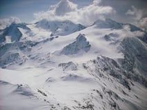 Picchi di Snowy nelle alpi europee Fotografie Stock