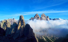 Picchi di Tre Cime di Lavaredo, montagne delle alpi di Dolomit Fotografia Stock Libera da Diritti