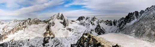Picchi e valli nella neve Immagini Stock