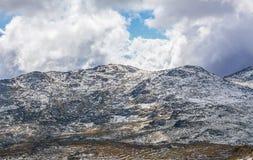 Picchi innevati irregolari in alpi australiane Immagini Stock Libere da Diritti