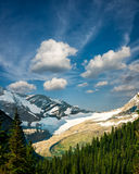Picchi maestosi sulla traccia nascosta del lago Fotografie Stock