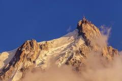 Picchi nell'area di Chamonix-Mont-Blanc - Aiguille du Midi delle alpi Fotografia Stock Libera da Diritti