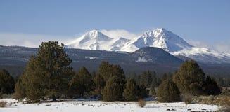 Picchi ricoperti neve in inverno Fotografia Stock