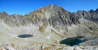 Picchi rocciosi di Tatras e valle verde delle montagne di Tatra in slovacco Fotografie Stock