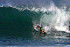 Picchiettio O'connell del surfista che pratica il surfing al Backdoor immagine stock libera da diritti