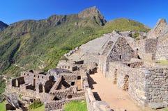 Picchu Machu, προ κολομβιανή περιοχή inca που τοποθετείται σε μια κορυφογραμμή βουνών επάνω από την κοιλάδα urubamba στο Περού στοκ εικόνα