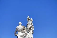Piccione sopra la statua Immagine Stock Libera da Diritti
