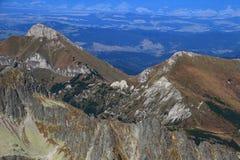 Picco aguzzo e erboso di Zdiarska Vidla, Belianske Tatras, Slovacchia fotografia stock