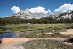 Picco della cattedrale, sosta nazionale del Yosemite Immagini Stock Libere da Diritti