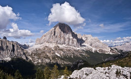 Picco delle alpi con le nubi Fotografie Stock