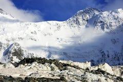 Picco di Belukha (4506m), in montagne di Altai Immagini Stock