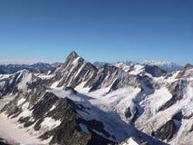 Picco di Finsteraarhorn nelle alpi svizzere vicino a Grindelwald Immagini Stock