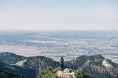 Picco di Herzogstand che esamina i laghi bavaresi Fotografia Stock Libera da Diritti